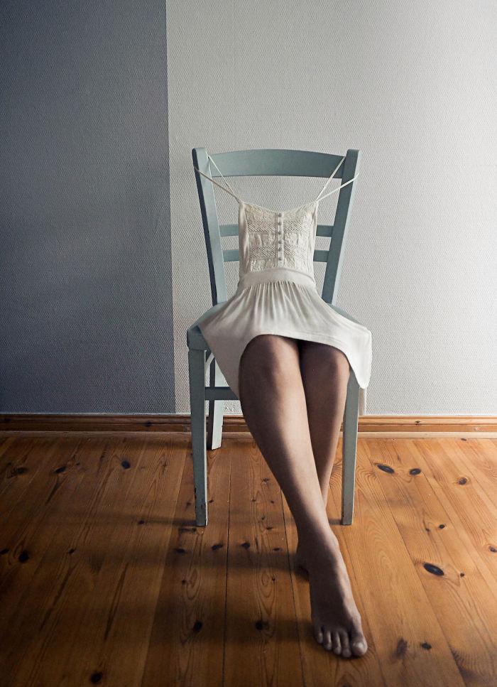 Foto spettacolari: Appesa a una sedia