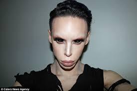 Chirurgia estetica: l'alieno androgino