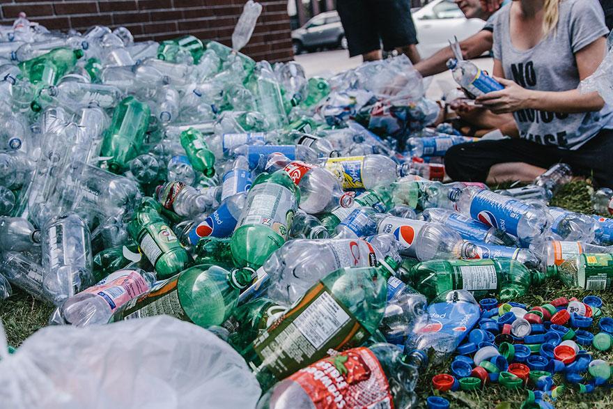 L'inquinamento dell'acqua e centinaia di volontari pronti ad aiutare. Per il bene di tutti