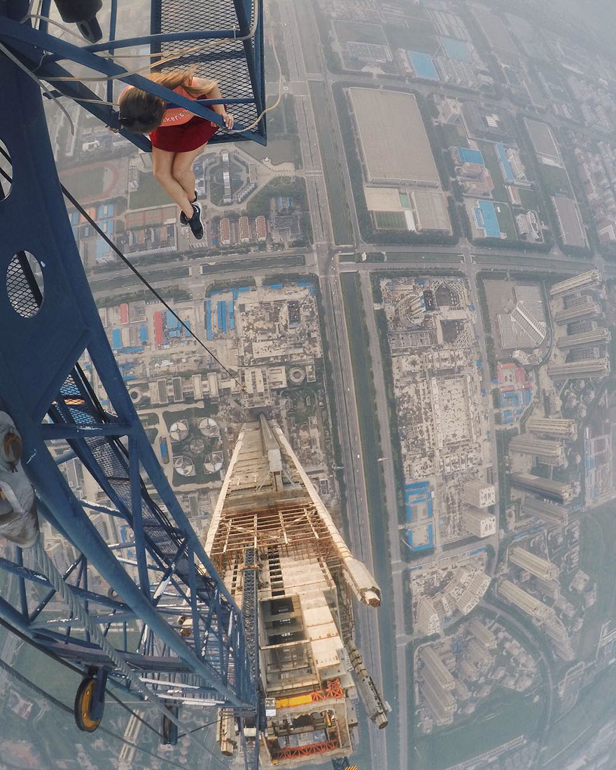 roof-climbing-girl-dangerous-selfies-angela-nikolau-russia-12