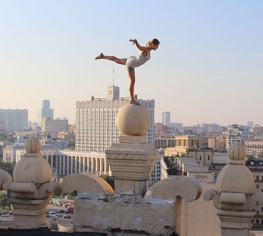 roof-climbing-girl-dangerous-selfies-angela-nikolau-russia-13